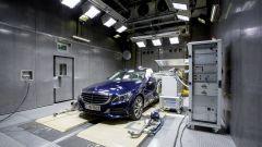 Mercedes-Benz limita le emissioni elettromagnetiche degli smartphone in abitacolo