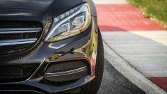 Mercedes C220 d Sport: dettaglio del faro anteriore