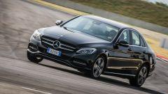 Mercedes C220 d Sport in pista: vista 3/4 anteriore