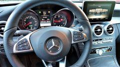 Mercedes C220d Cabrio 4matic: dettaglio dei comandi al volante