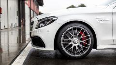 Mercedes C63 AMG S: i cerchi in lega misurano 19 pollici