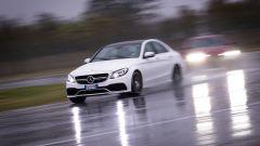 Mercedes C63 AMG S: il peso si fa sentire, ma non rende l'auto ingestibile