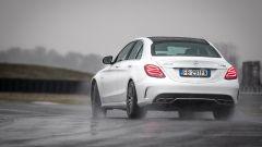 Mercedes C63 AMG S: il posteriore è sempre pronto ad andare via, tenuto a bada dall'elettronica