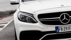 Mercedes C63 AMG S: le grosse prese d'aria aiutano il motore a respirare meglio