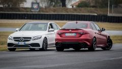 Mercedes C63 AMG S: rispetto all'Alfa Romeo Giulia Quadrifoglio la tedesca ha gli stessi cavalli ma più coppia