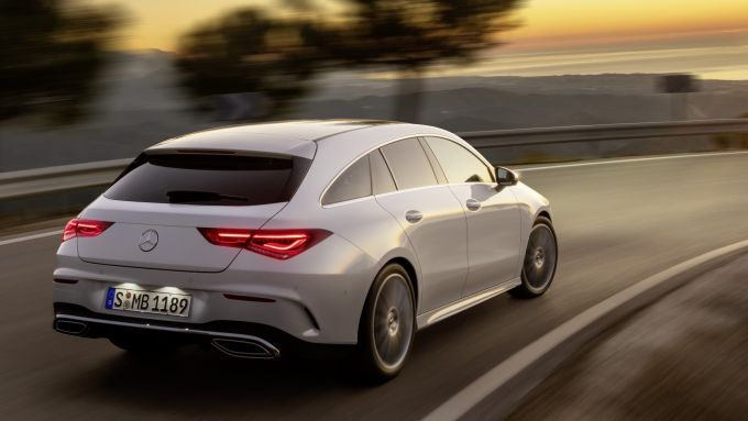 Mercedes CLA Shooting Brake 220: visuale di 3/4 posteriore