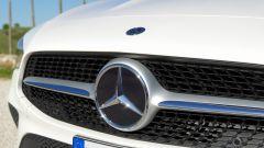 Mercedes CLA Shooting Brake, nel marchio è nascosto il radar del cruise control