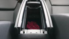 Mercedes CLA Shooting Brake, vano portaoggetti nel bracciolo tra i sedili