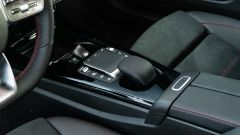 Mercedes Classe A180d, il touch-pad tra i sedili