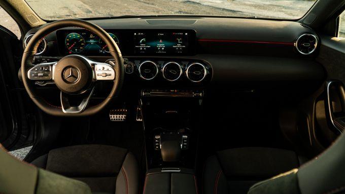 Mercedes Classe A180d, panoramica della plancia