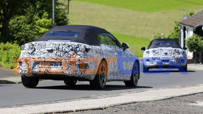 Mercedes Classe C Cabrio 2023: i due muletti da dietro