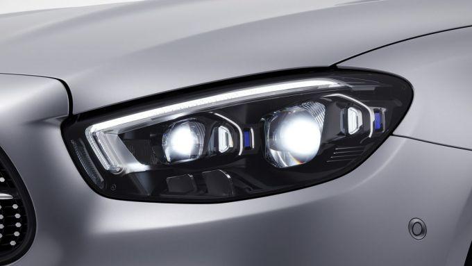 Mercedes Classe E 2020: un tratto inedito della berlina tedesca: i proiettori a LED