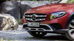 Mercedes Classe E All Terrain: ha paraurti e passaruota rinforzati in plastica