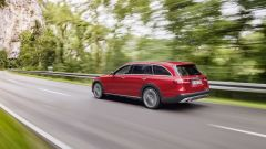 Mercedes Classe E All Terrain su strada