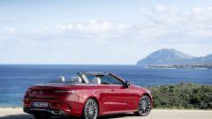 Mercedes Classe E Cabrio 2020: per godersi l'auto aperta anche in pieno solo ci sono (optional) gli interni in pelle UV-riflette