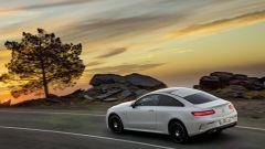 Mercedes Classe E Coupé: le luci posteriori sono dinamiche