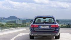 Mercedes Classe E Station Wagon: il portellone si può aprire elettricamente grazie al movimento del piede