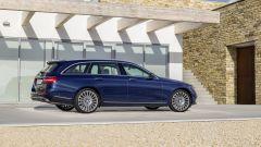 Mercedes Classe E Station Wagon: nelle fiancate sono inseriti nuovi materiali fonoassorbenti