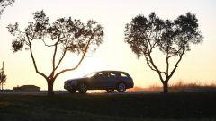 Mercedes Classe E SW All-Terrain: bordo dei parafanghi protetto da codolini in plastica nera
