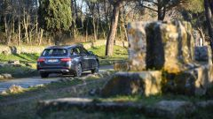 Mercedes Classe E SW All-Terrain: paraurti posteriore con finta protezione in alluminio nella parte bassa