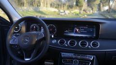 Mercedes Classe E SW All-Terrain: rotellina del Dynamic Select sul lato sinistro del tunnel centrale