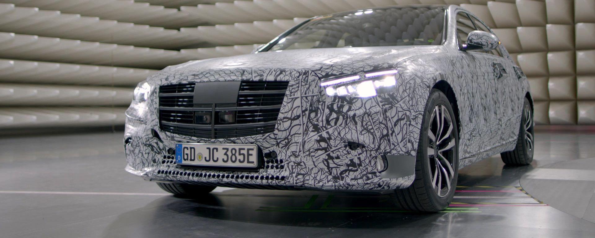 Nuova Mercedes Classe S: prime immagini ufficiali, MBUX compreso