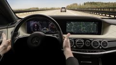 Mercedes Classe S restyling: può sterzare da sola grazie allo Steering Assist