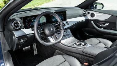 Mercedes E 220 d cabrio: interni lussuosi e sportivi per quattro passeggeri