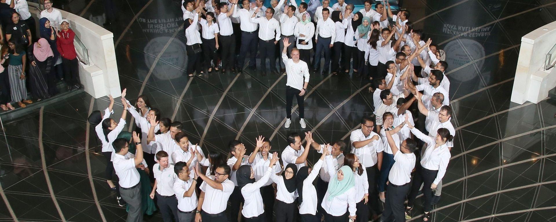 Mercedes e Petronas: continuano i festeggiamenti per il Mondiale
