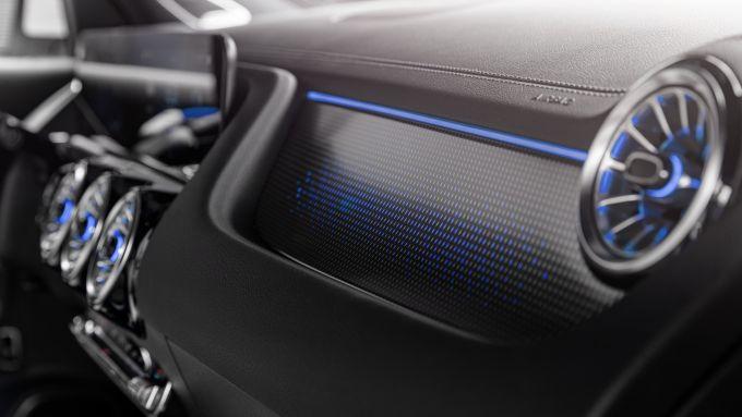 Mercedes EQA 2021, dettagli di stile come le luci ambiente per il SUV tedesco