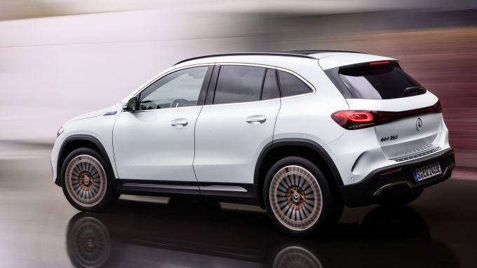 Mercedes EQA 2021, primo contatto con il SUV compatto elettrico tedesco