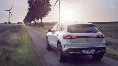 Mercedes EQA 2021, si noti la firma luminosa posteriore