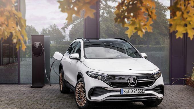 Mercedes EQA 2021, si ricarica anche solo in mezz'ora da colonnine a 100 kW
