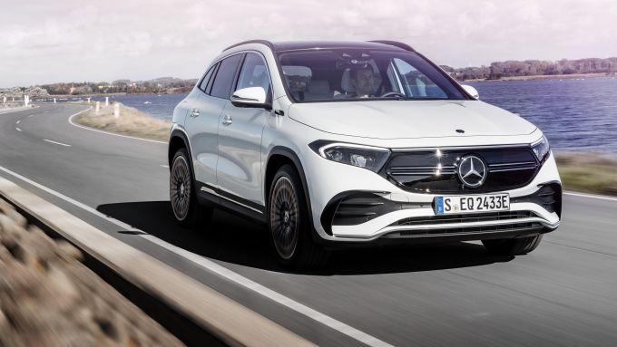 Mercedes EQA 2021, vista 3/4 anteriore