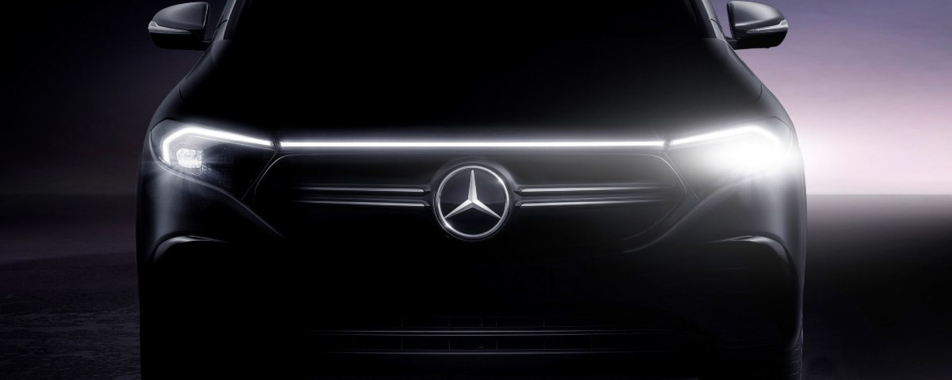 Mercedes EQA, il teaser del frontale