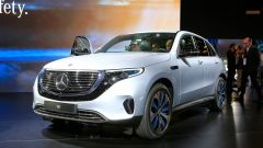 Nuova Mercedes EQC: il Suv elettrico in video da Parigi 2018 - Immagine: 31