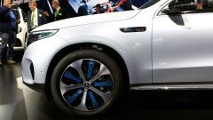 Nuova Mercedes EQC: il Suv elettrico in video da Parigi 2018 - Immagine: 32