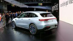 Nuova Mercedes EQC: il Suv elettrico in video da Parigi 2018 - Immagine: 34