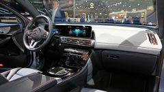 Nuova Mercedes EQC: il Suv elettrico in video da Parigi 2018 - Immagine: 40