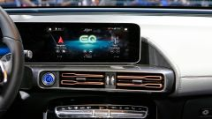 Nuova Mercedes EQC: il Suv elettrico in video da Parigi 2018 - Immagine: 41