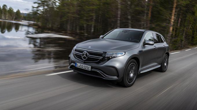 Mercedes EQC 400: in movimento