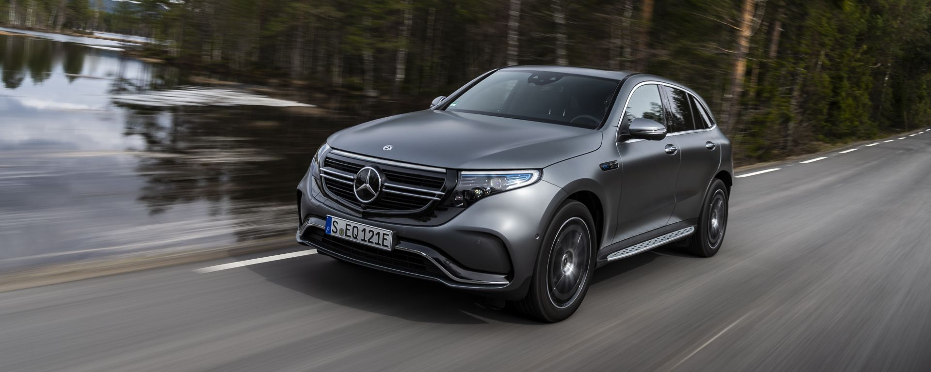 Mercedes EQC 400: in movimento