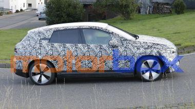 Mercedes EQE SUV 2022, visuale laterale