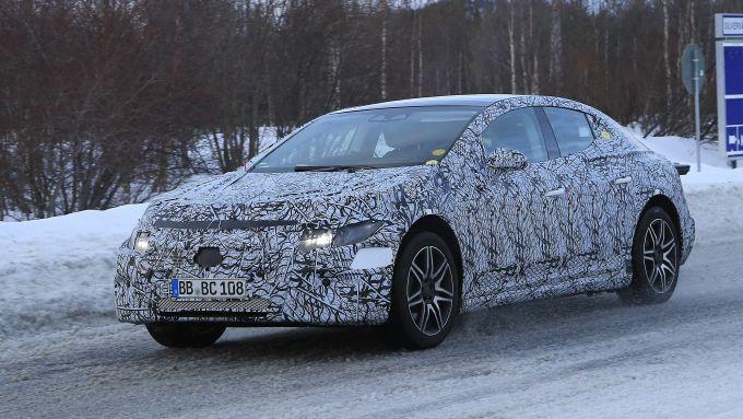 Mercedes EQE: una Classe E elettrica, più piccola ma più comoda?