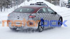 Mercedes EQS 2021: visuale di 3/4 posteriore