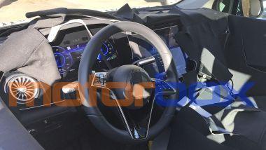 Mercedes EQS SUV: gli interni con la plancia MBUX Hyperscreen