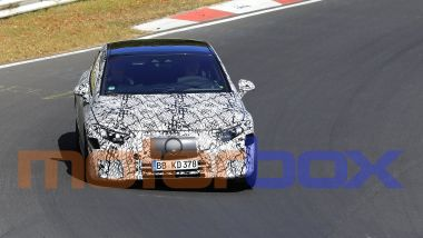 Mercedes EQS: visuale anteriore