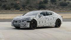 Mercedes EQS: visuale di 3/4 anteriore