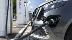 Mercedes EQV in carica