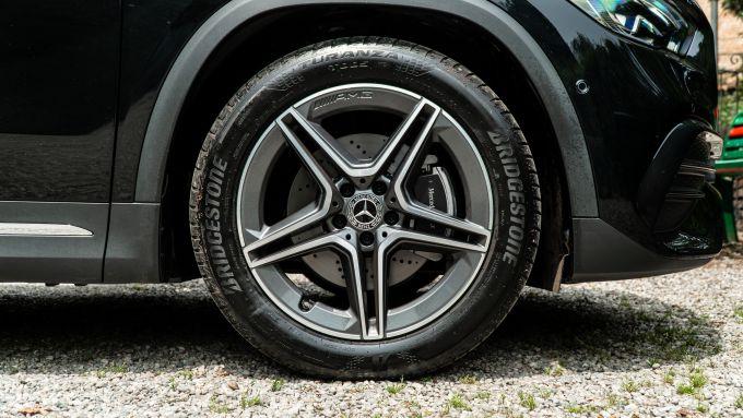 Mercedes GLA 200 d Premium: il cerchio da 19'' con pneumatico /50
